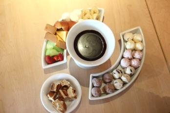 Photo taken by: Kaye Lavin (Chocolate Fondue and Haagen Dazs Ice cream and Fruits)