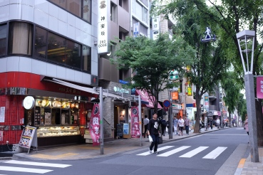 The red shop is the nikuman shop!